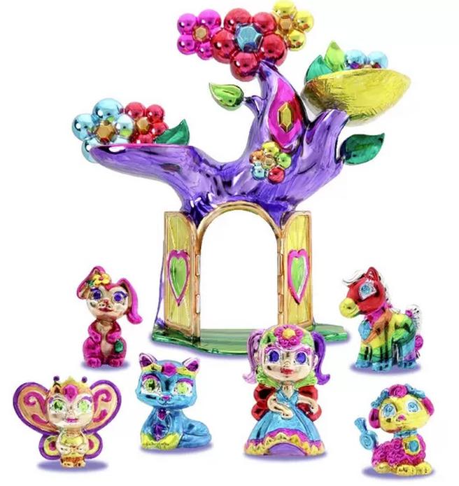 A linha do Color Crome, da Multikids, traz figuras prateadas de bichinhos, princesas e árvores para customizar com canetinhas. De R$ 49,90 a R$ 79,90.