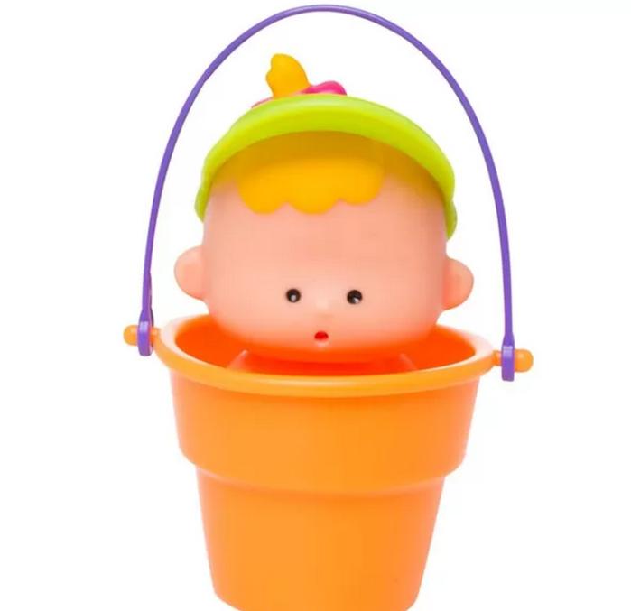 O boneco Pipitico, que faz xixi, agora vem dentro do baldinho. Da Estrela. R$ 14,99.