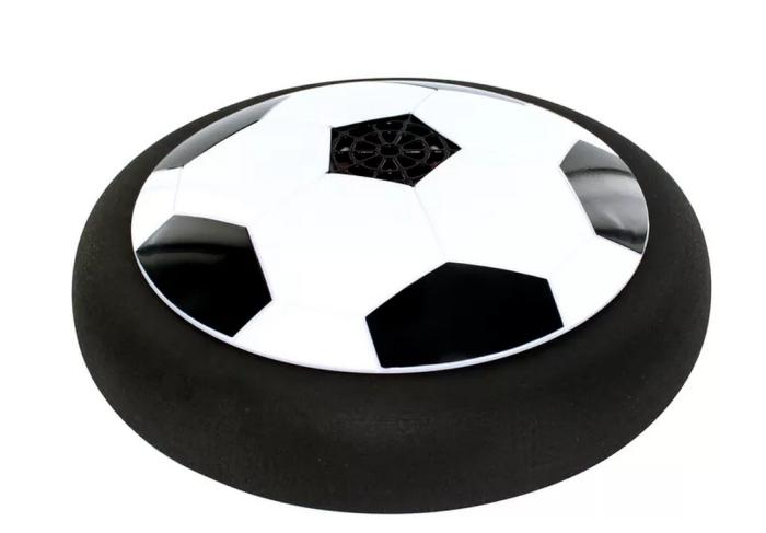 Essa bola achatada desliza graças ao ar que entra em sua base. Ideal para brincar dentro de casa. Flat Ball, da Multikids. R$ 99,99.